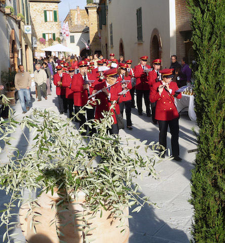 Marching Band Olive Oil festival