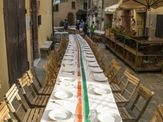 Setting the table for the Goose Dinner Montisi 2017